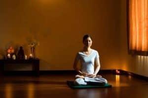 Ngồi Thiền 5 Phút Trước Khi Ngủ Mang Lại Lợi Ích Không Thể Ngờ