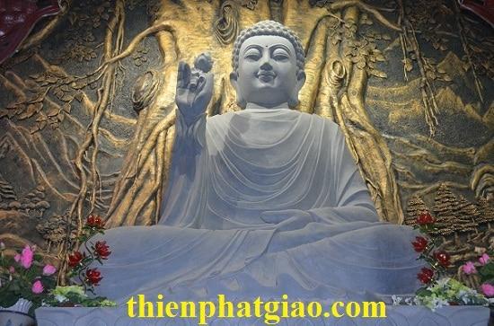Tượng Phật Thích Ca Mâu Ni trong chính điện Thiền Viện Trúc Lâm Hàm Rồng