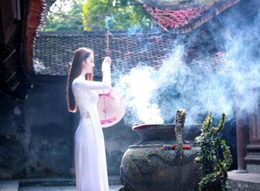 Ngồi thiền, hoặc viếng thăm một ngôi chùa để tâm hồn thanh tịnh, xóa tan mọi muộn phiền, bế tắc, thất bại