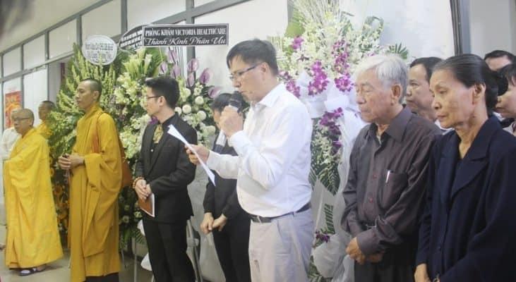 Ông Lê Quốc Ân, Chủ tịch Quỹ từ thiện sách đọc lời tưởng niệmchị Nguyễn Hướng Dương