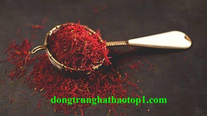 Không được dùng quá 5gr Saffron Tây Tạng trên ngày và phụ nữ mang thai giai đoạn đầu không nên dùng