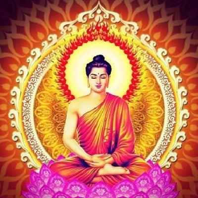 Tượng Phật Thích Ca Mâu Ningự trên đài sen là một ý nghĩa tượng trưng siêu thực.