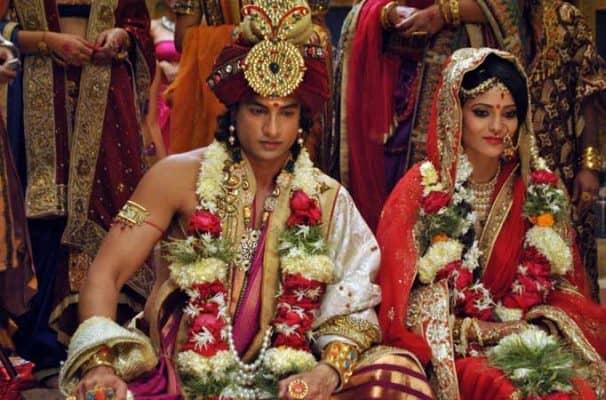 Đến tuổi trưởng thành, ông kết hôn cùng công chúa Yashodhara xinh đẹp.