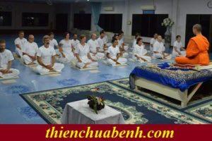Đôi vợ chồng dành cả tuần trăng mật sang Thái Lan để… học thiền.